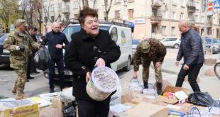 Волонтери Тернопільщини відправили бійцям 15 тонн продуктів харчування