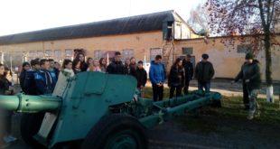 Учні шкіл громад Тернопілля військову історію вивчають у військових частинах